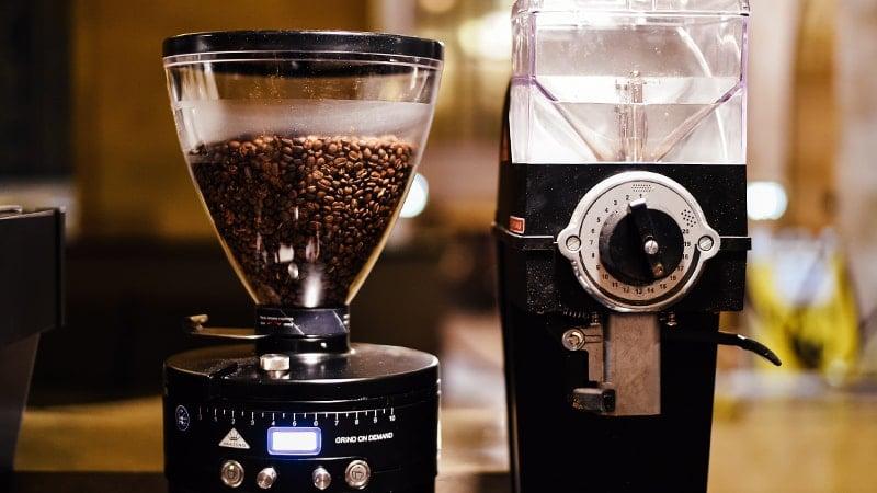 cara menyeduh kopi yang enak ala cafe - coffee grinder