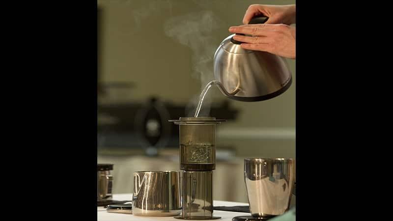 cara menyeduh kopi yang enak ala cafe - aeropress